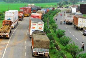 Trucks_entering_Delhi_pay_environmental_tax