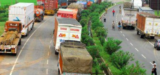 Trucks_entering_Delhi_pay_environmental_tax