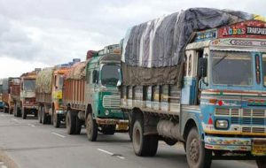 Indian govt mulls mandatory phasing out 15-yr-old trucks, buses
