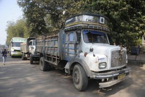 Vadodara traffic police launch drive against heavy vehicles
