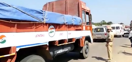 Truck develops technical snag on ghat road, traffic hit
