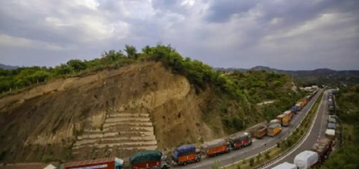 Thousands of stranded vehicles cleared along Jammu-Srinagar National Highway