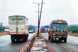 Heavy vehicles using right lane may soon be fined 5,000