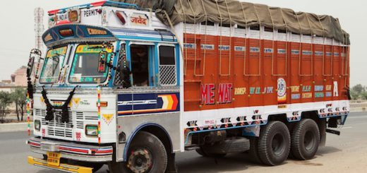 Indian-Technicolor-Trucks-Photography-6