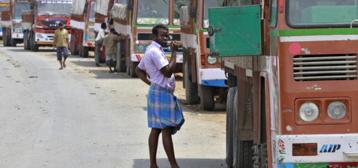 'Lungi'-Clad UP Truck Drivers to be Slapped With Rs 2,000 Fine for Defying Dress Code Under MV Act